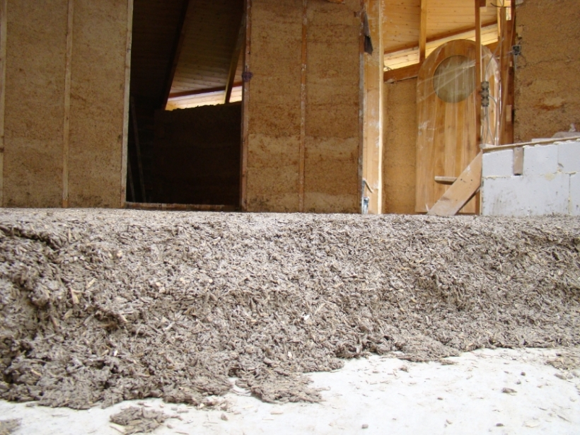 DSC03773 - 2017-09-04, Floor insulation, hempcrete with sand and trass