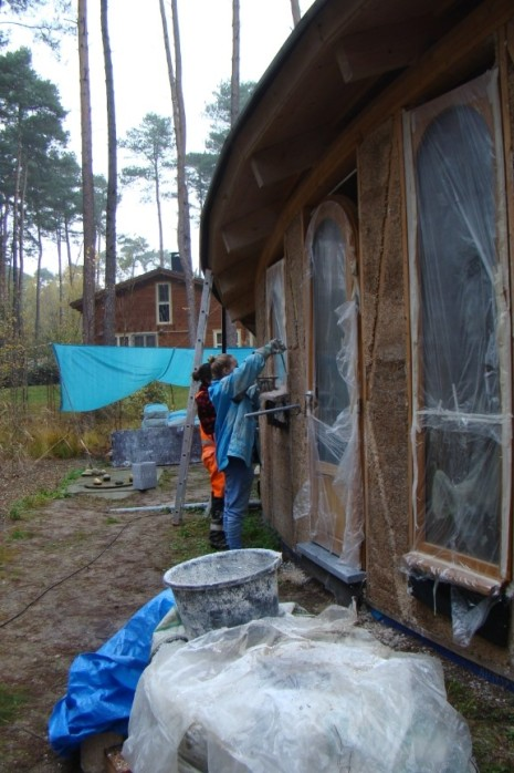 DSC04966 - 2017-11-08 etc., Grouting the walls, windows and doors with hempcrete