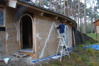 DSC04971 - 2017-11-08 etc., Grouting the walls, windows and doors with hempcrete