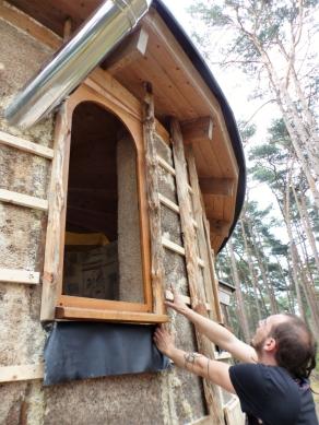 Faramir maakt en plaatst de kaders rond de ramen
